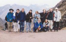 """""""De begeleide groep op de Inca trail. Ik ben de derde van rechts."""", RV"""