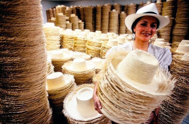 De panamahoed behoort tot het Unesco werelderfgoed en zette Cuenca op de kaart.,  Belga Image